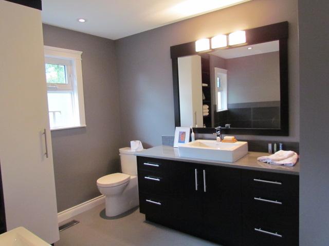 Bathroom renovations straight grain inc for Bathroom renovations image gallery